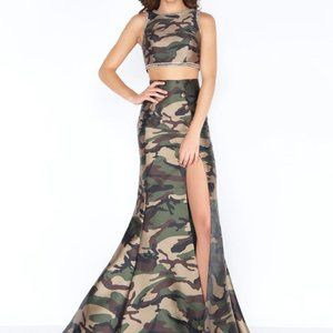 NWT Mac Duggal sz 8 Camo 2pc gown dress